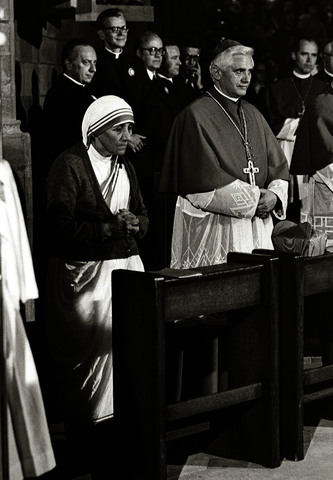 Cardinal Joseph Ratzinger with Mother Theresa of Calcutta