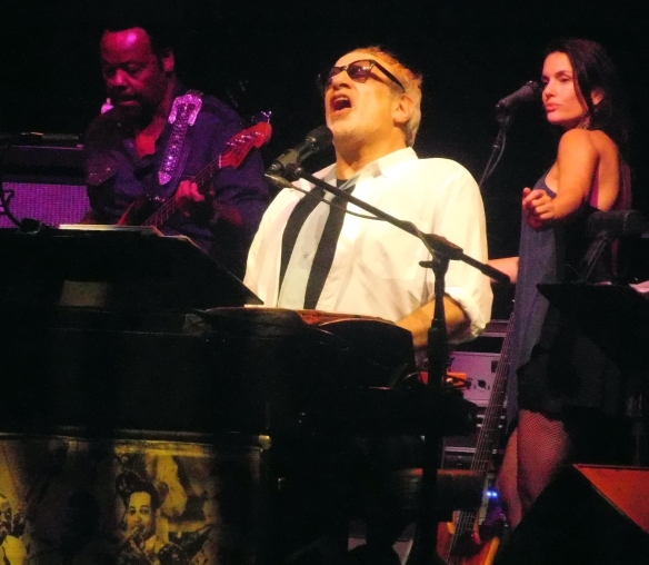 Freddie Washington (bass), Mr Donald Fagen (vocals & keyboards), and Carolyn Leonhart (b.vocs)